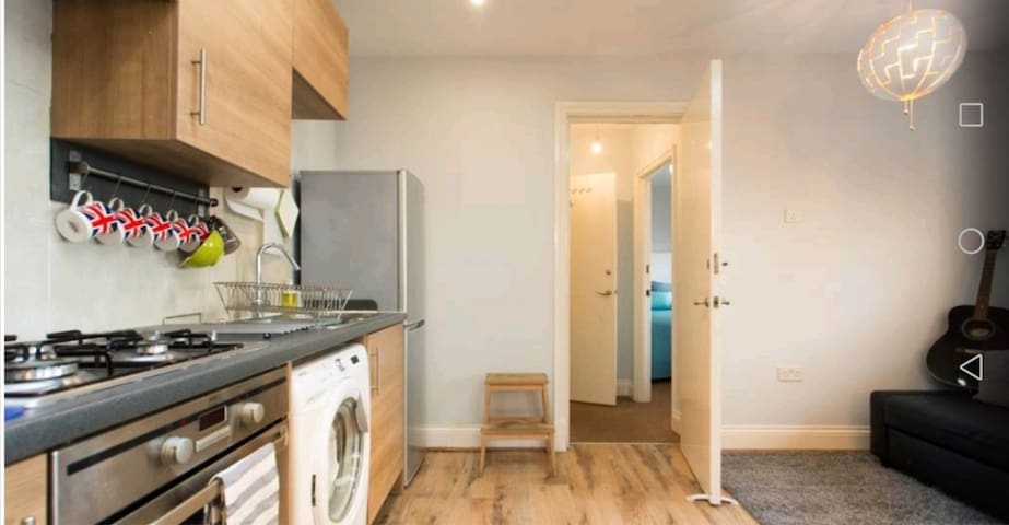 Finsbury park tube 3 minutes walk, easy central