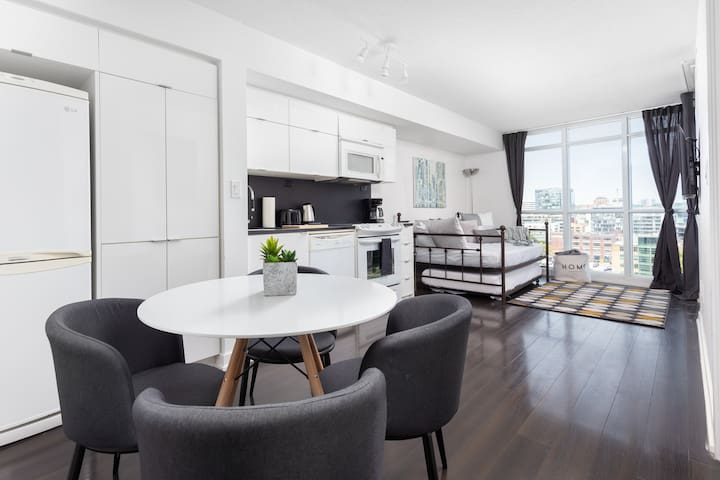 Modern Stylish 4-Bed Suite ✓CN Tower✓Rogers Centre