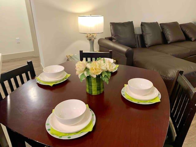 2B2B Luxury Home on DISCOUNT!!  Irvine (中文)