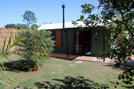 Casa igloo frente al arroyo y cerca del mar - Ciudad de la Costa