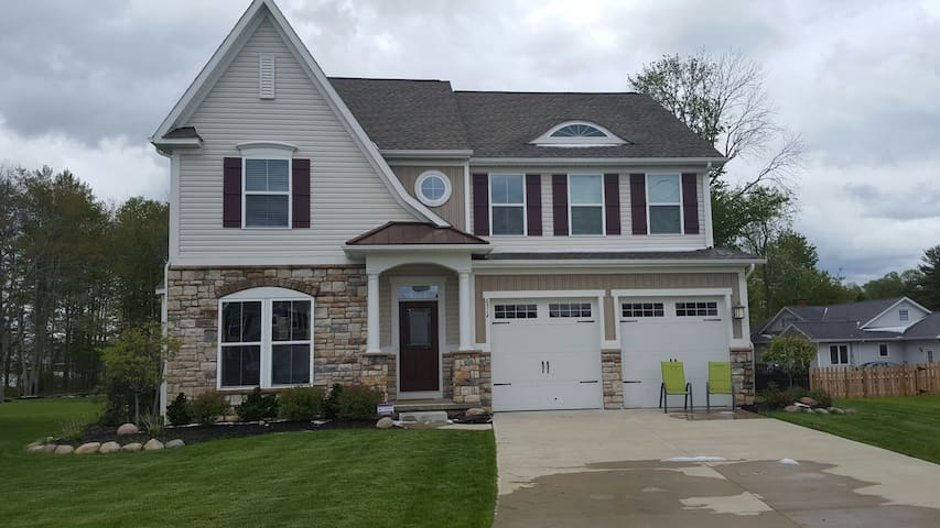 Beautiful suburban home! RNC only! - Cleveland - Casa