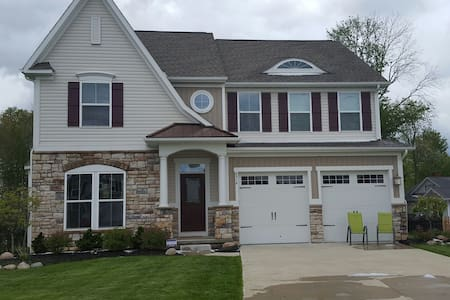 Beautiful suburban home! RNC only! - House