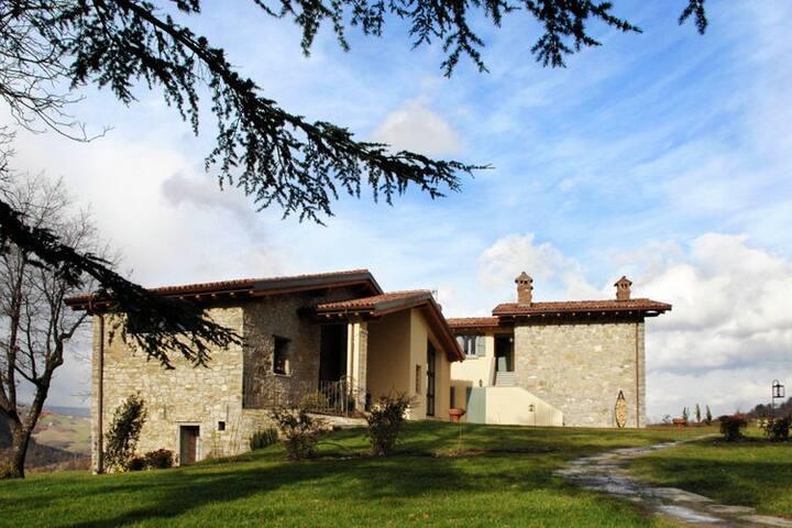 Maison de vacances paisible à Imola avec piscine partagée