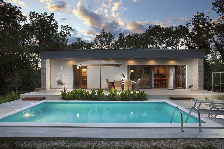 Modern Villa in Juricani with Swimming Pool