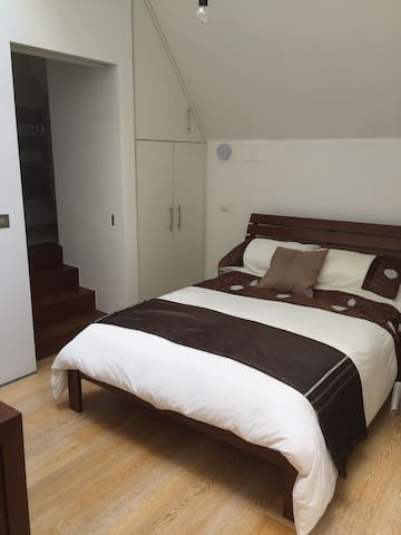 1 private bedroom with en-suite - Sallins - House