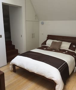 1 private bedroom with en-suite - Sallins - Casa