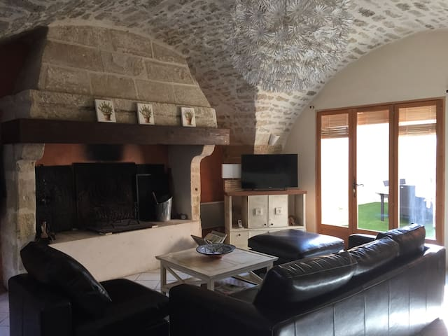 Maison pierre  rénovée 6 pers - Aubais - Дом