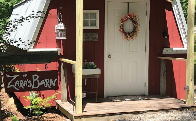 Zara's Barn with private Bathhouse!