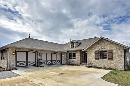Marvelous 5BR Lampe Lakefront Home - Lampe