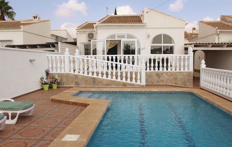 Holiday cottage with 2 bedrooms on 70 m² in Torrevieja