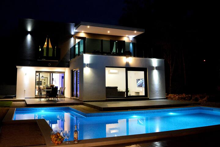 NEW !! - Holiday House Luxury with pool - Grubine