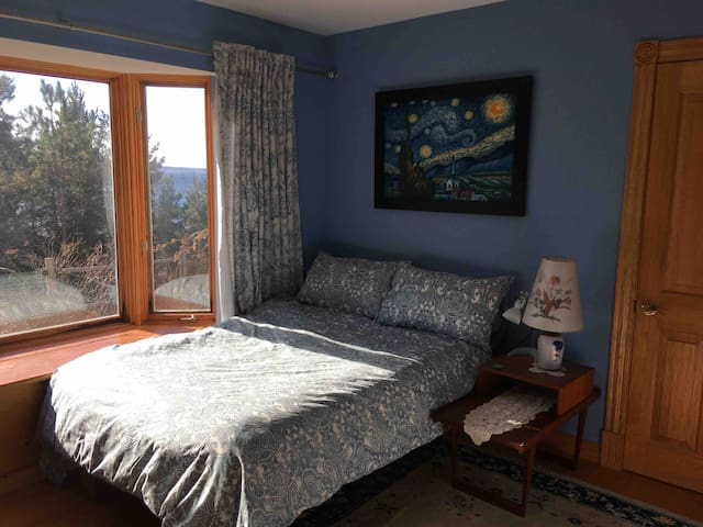 Downstairs bedroom with double bed and ocean view