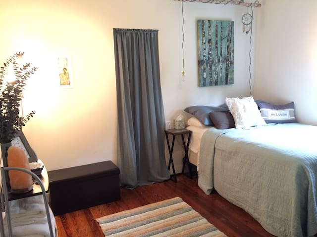 Crystal Cactus Bedroom, 1 mile to Downtown Deland - DeLand - House
