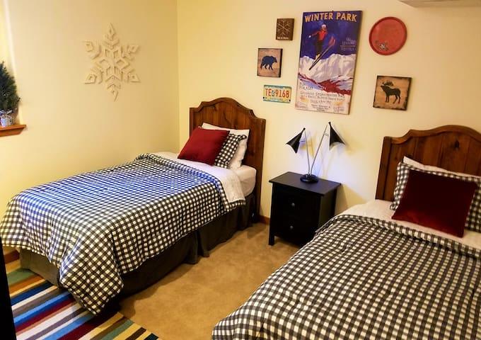 Twin Bedroom + Full Bath Tub/Shower Combo (Ground Floor)