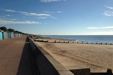 Spacious seaside house & annexe - Frinton-on-Sea
