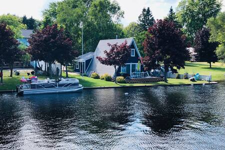 Riverfront Modern Home (Best Vacation Spot!)