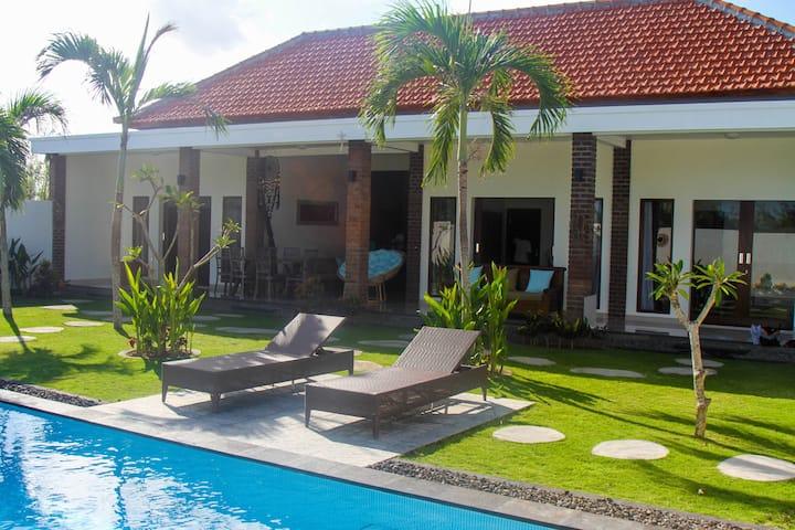 Beautiful 3 bedroom Villa with huge garden- Canggu