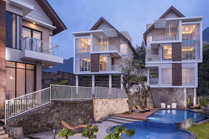 Azcarya Villa Type Hary - Batu Sub-District - 別荘
