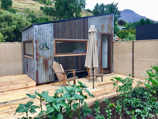 Private Lakeview Tiny House - Studio