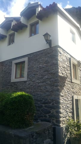 The Retreat - a beautifully restored stone cottage