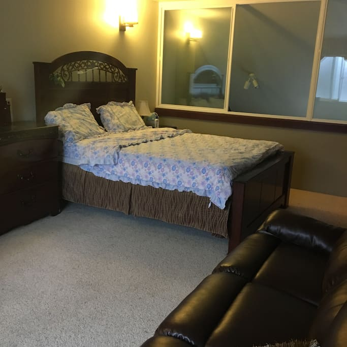 large space can be used, queen size with sofa, extra queen size bed and office table