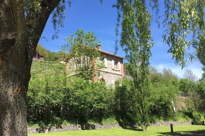 Maison avec terrasse  Brame du cerf et randonnées