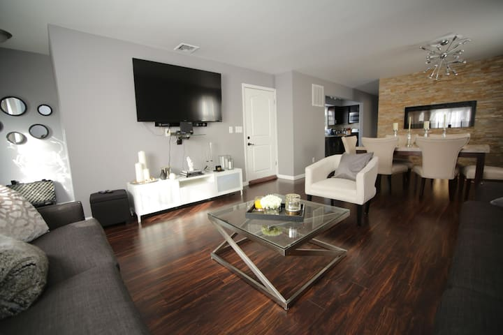 Chic and Cozy 3BR/2BTH Townhouse minutes from NYC