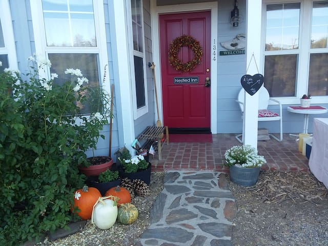 A Little Gem-Quaint, Cozy & Comfy/Private Entrance
