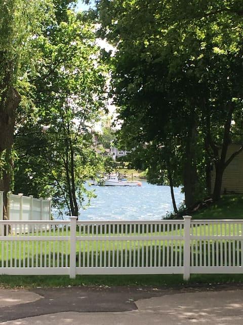 Water View & Walkable: The Big Room