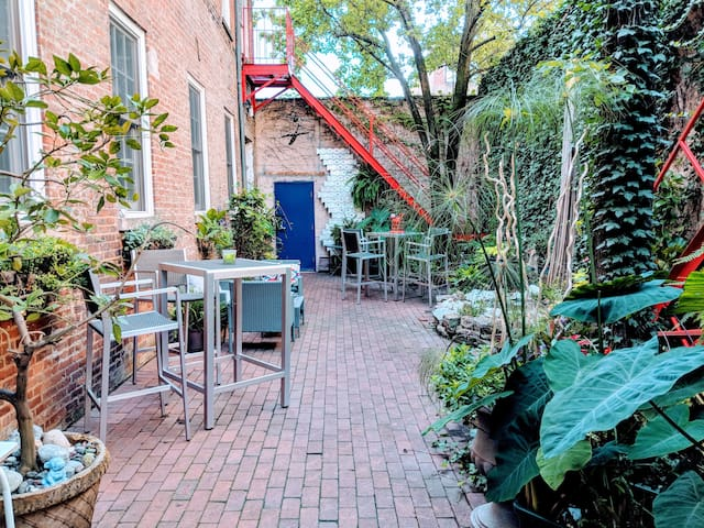 Cheerful Downtown Retreat w/ Courtyard Garden