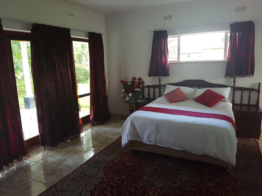 Hogerty hill guest house bed and breakfasts for rent in for Beds zimbabwe