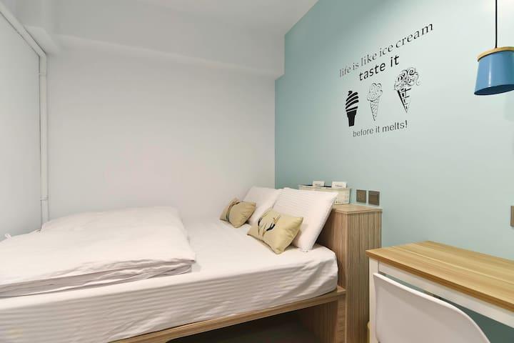 女生雙人間02房(一大床)-公共衛浴(試營運不含早餐) - Lingya District - Hostel