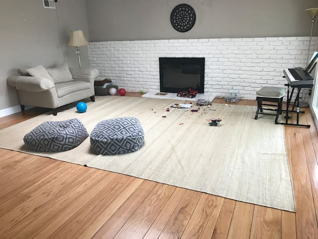 Home away from home 1900 sq clean house 3bd 2bth