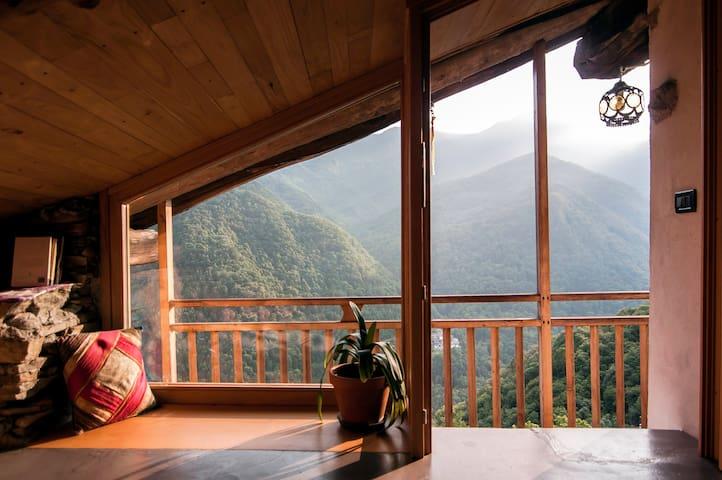 ↟ Un Refugio Aislado en los Alpes Italianos ↟
