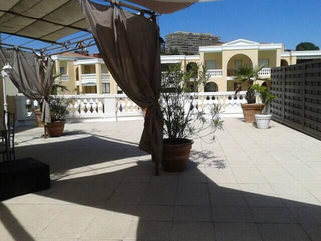 Beau studio 33 m2 terrasse 150 m2 - Le Cannet