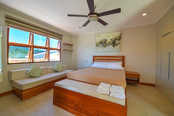 HJ Honeymoon Suite