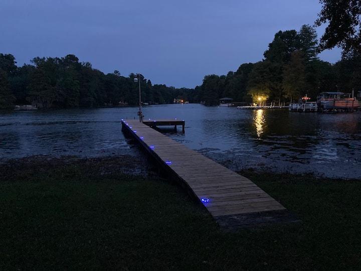 Blue Canoe Lodge – For family, fishermen & golfers
