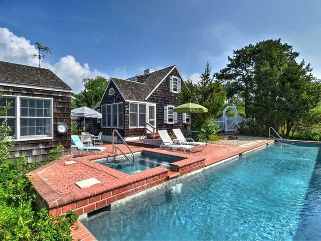 Amagansett Beach House  w/ Pool, 500 ft. to Ocean - Amagansett - Haus