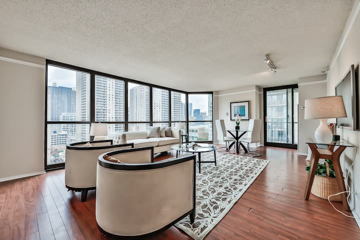 Enjoy Sunsets at Private 1BR Condo DT w/ Balcony