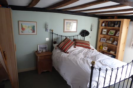Double bedroom & private bathroom in East Anglia - Manningtree - Huis