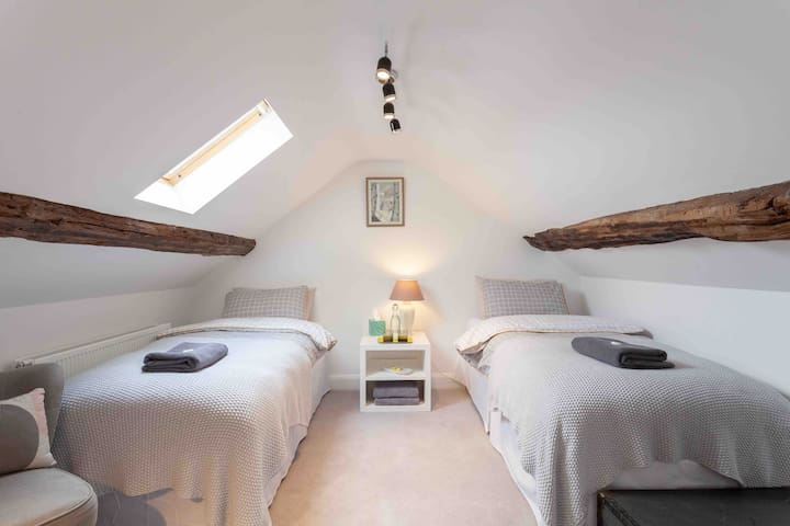 Loft bedroom with en-suite bathroom