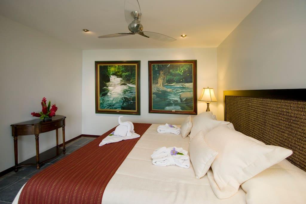 King Size Bedroom La Mansion Inn MA