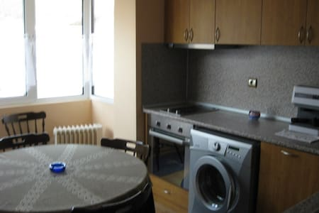 Cozy, 1 br+4 sp, with parking place - Dupnitza - Flat