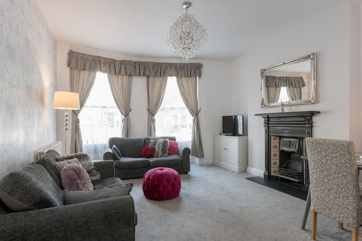 The apartment has the high ceilings of the Regency period giving a lovely feeling of space and light. Enjoy both the period features and modern comforts, like the Smart TV with Netflix and super fast fibre Wi-Fi