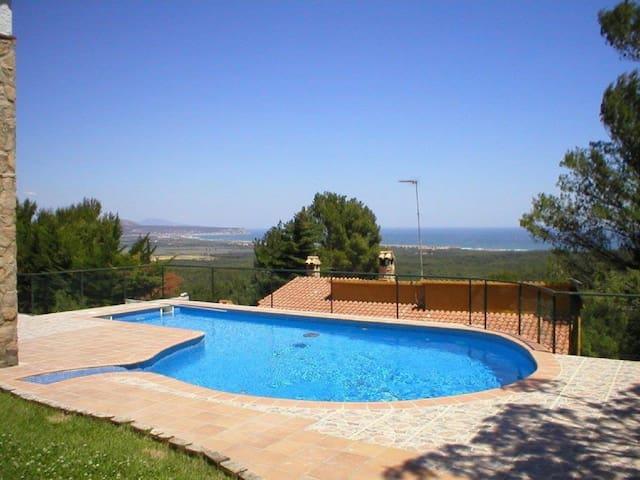 412-B Casa con piscina privada y vista al mar - Gerona - Huis