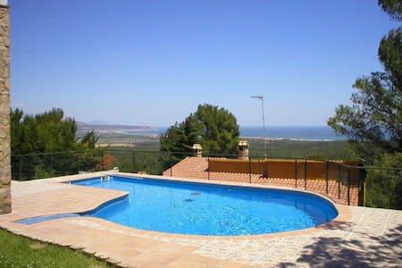 Casa con piscina privada y vista al mar - Girona