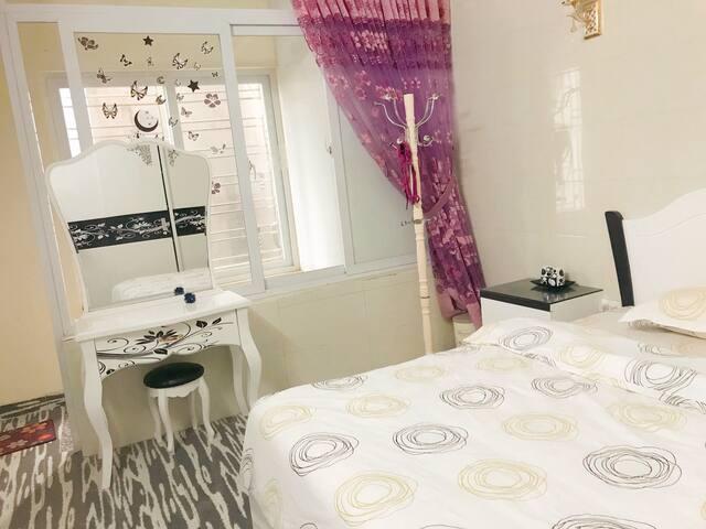 Babycat's deluxe King bed room