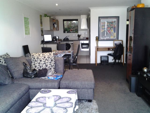 Spanish Style Living in Birkenhead - Auckland - Apartament