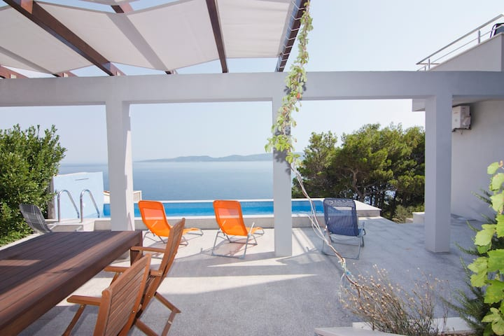 dr Bota's apartment with sea-view and heated pool