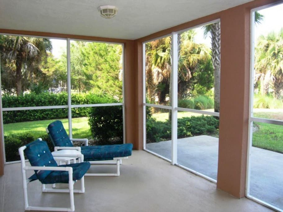 Screen porch overlooking Intracoastal